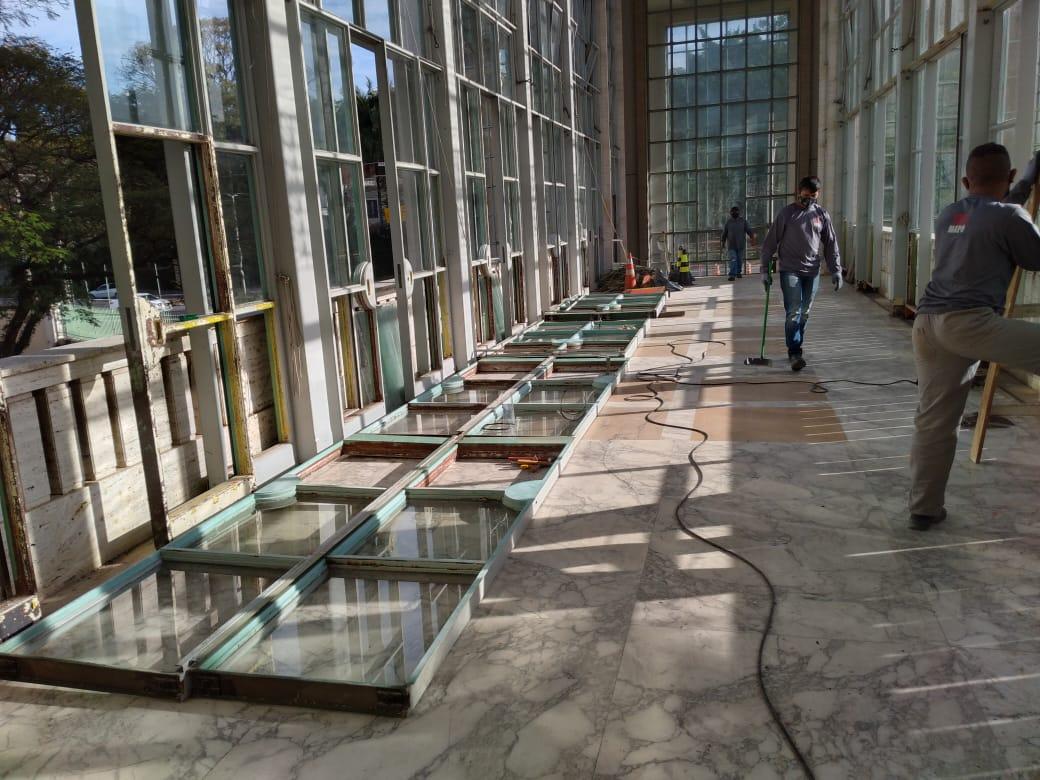 4. Retirada das esquadrias comprometidas para restauro in loco