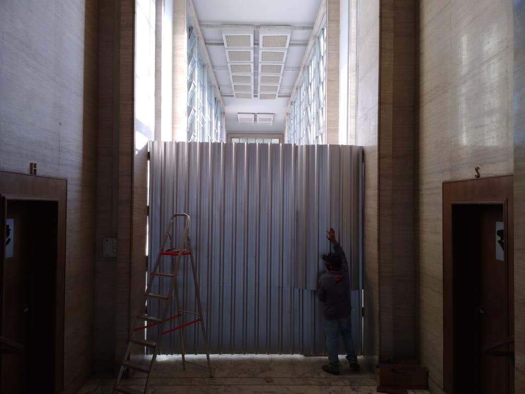 6. Instalação do tapume - parte interna do Passadiço